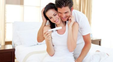 Happy-couple-finding-out-about-pregnancy_pvq9pt